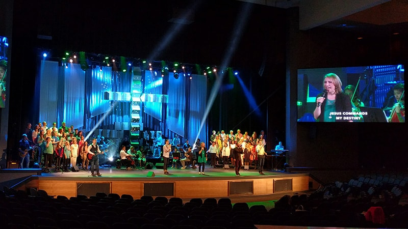 led wall for churches1